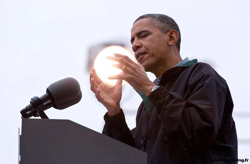 Obama Boule d'energie - Photo prise au bon moment